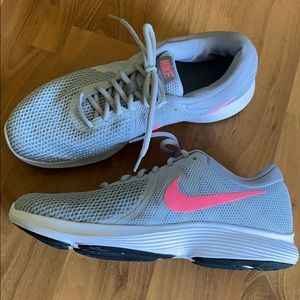Nike gray athletic shoes size 11 Wide